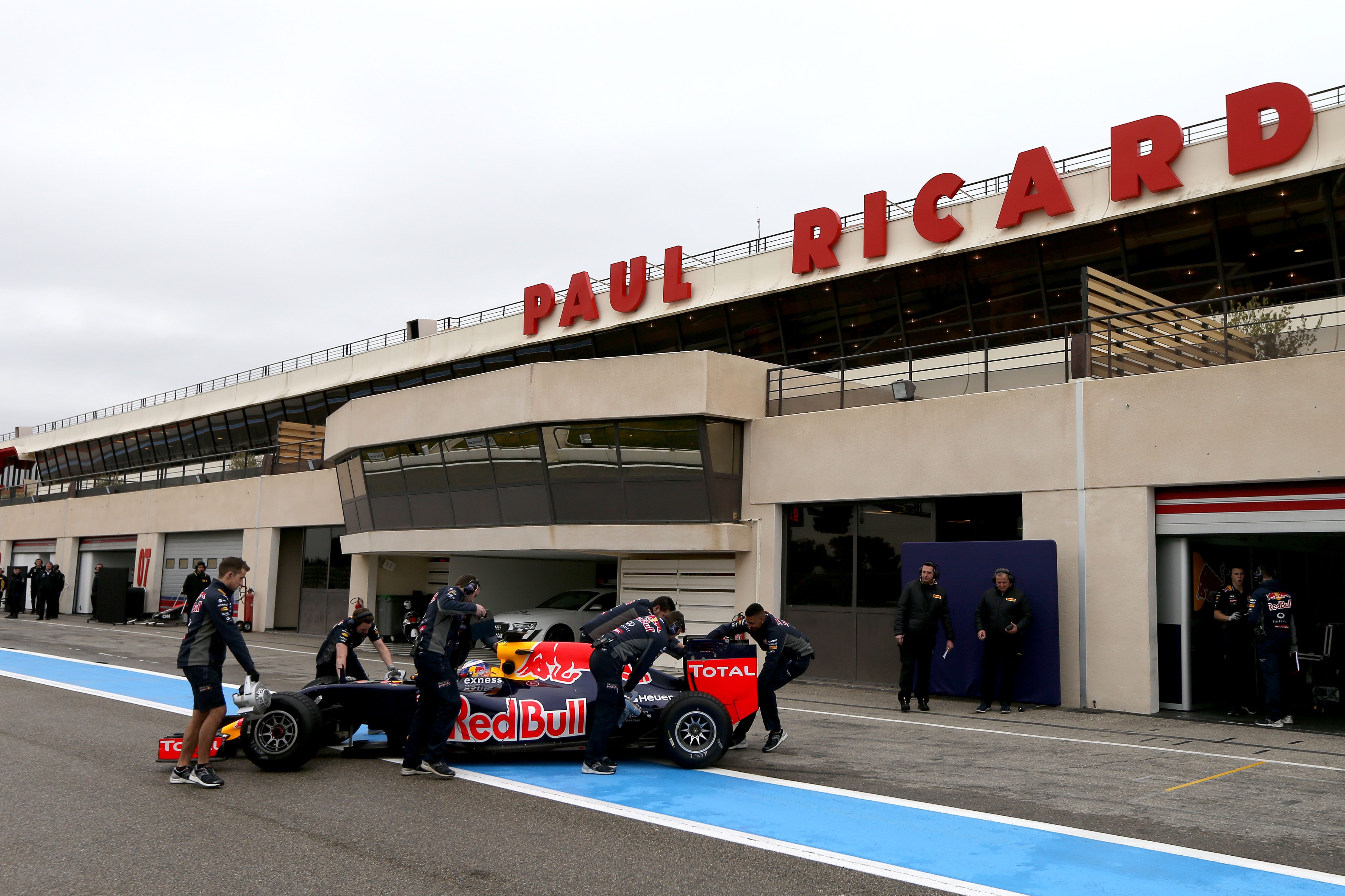 formule 1 s ance d 39 essais pirelli au circuit paul ricard am today. Black Bedroom Furniture Sets. Home Design Ideas