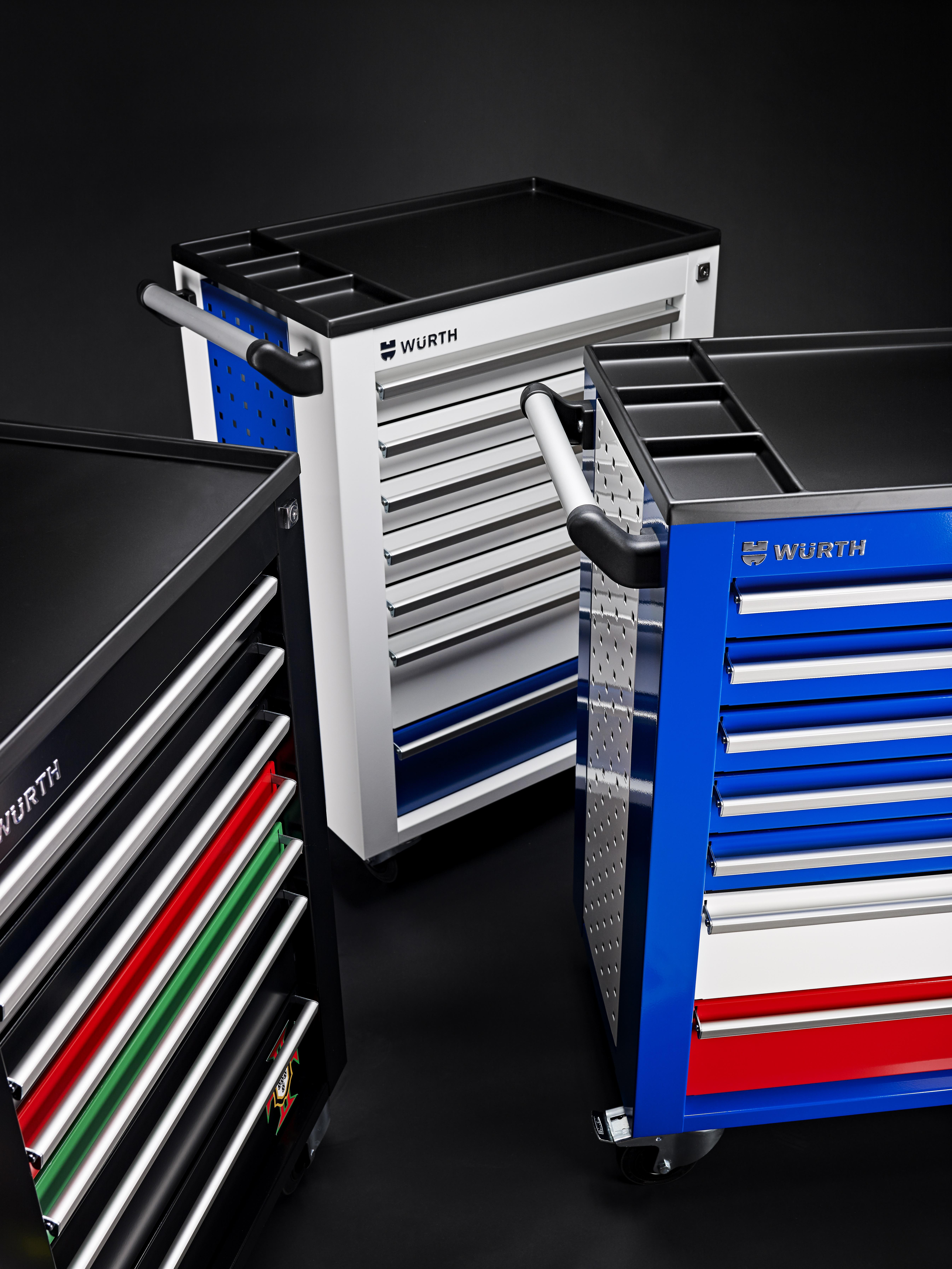 supportez les bleus avec les servantes w rth am today. Black Bedroom Furniture Sets. Home Design Ideas