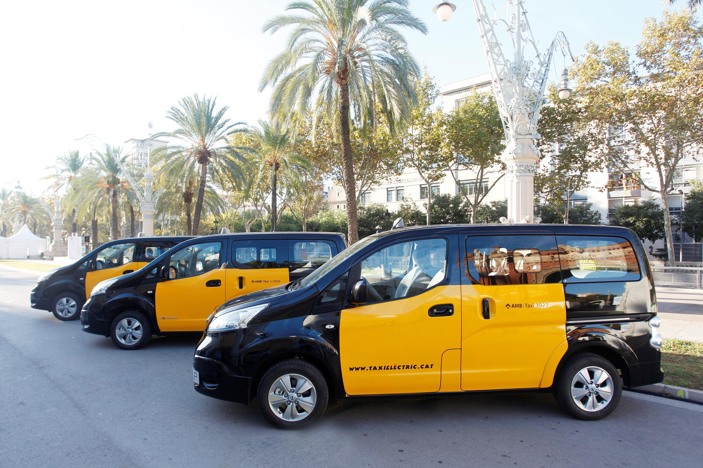 nissan r volutionne l 39 univers des taxis 100 lectrique. Black Bedroom Furniture Sets. Home Design Ideas