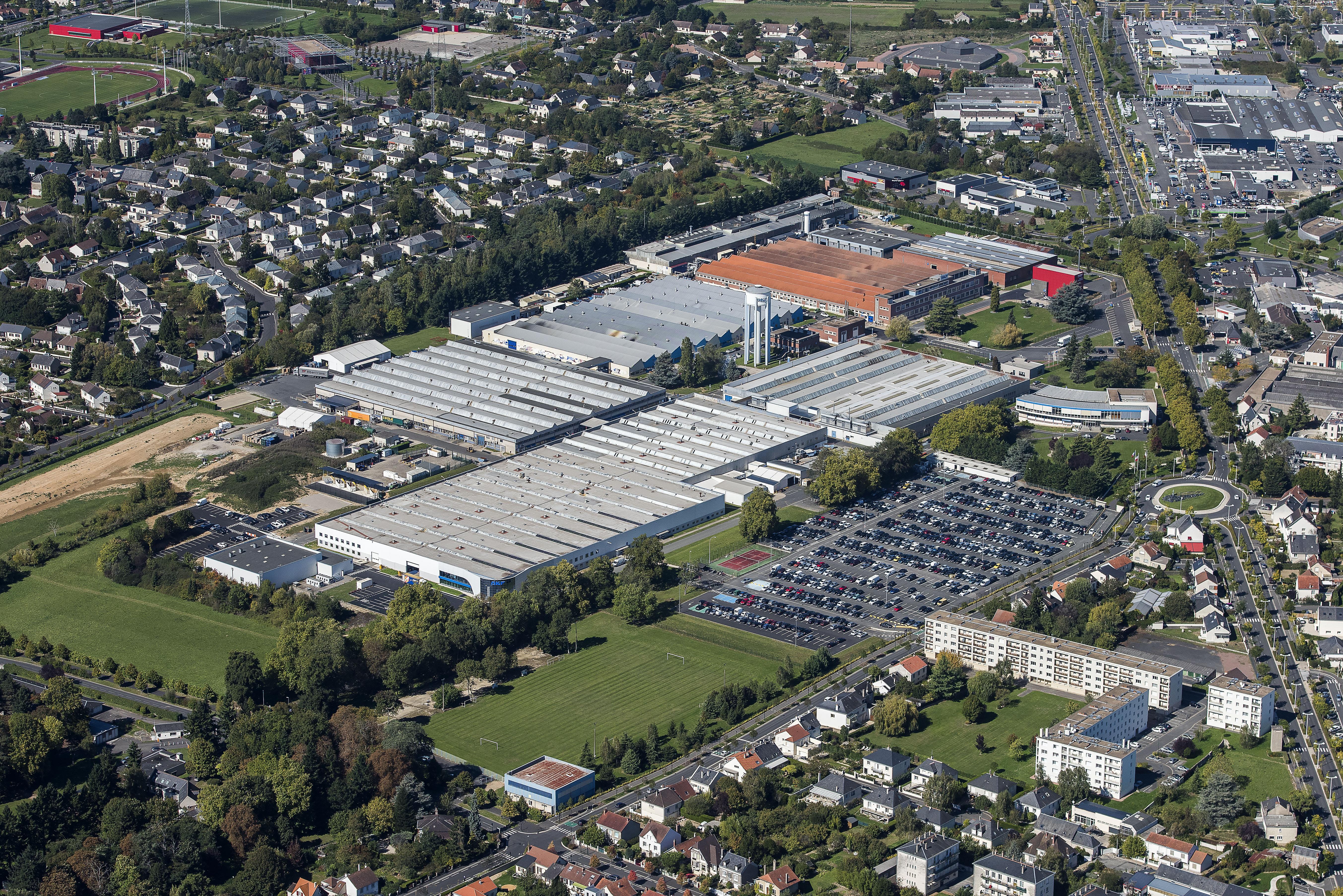 Skf investit 11 millions d 39 euros en france pour la for Garage auto st cyr sur loire
