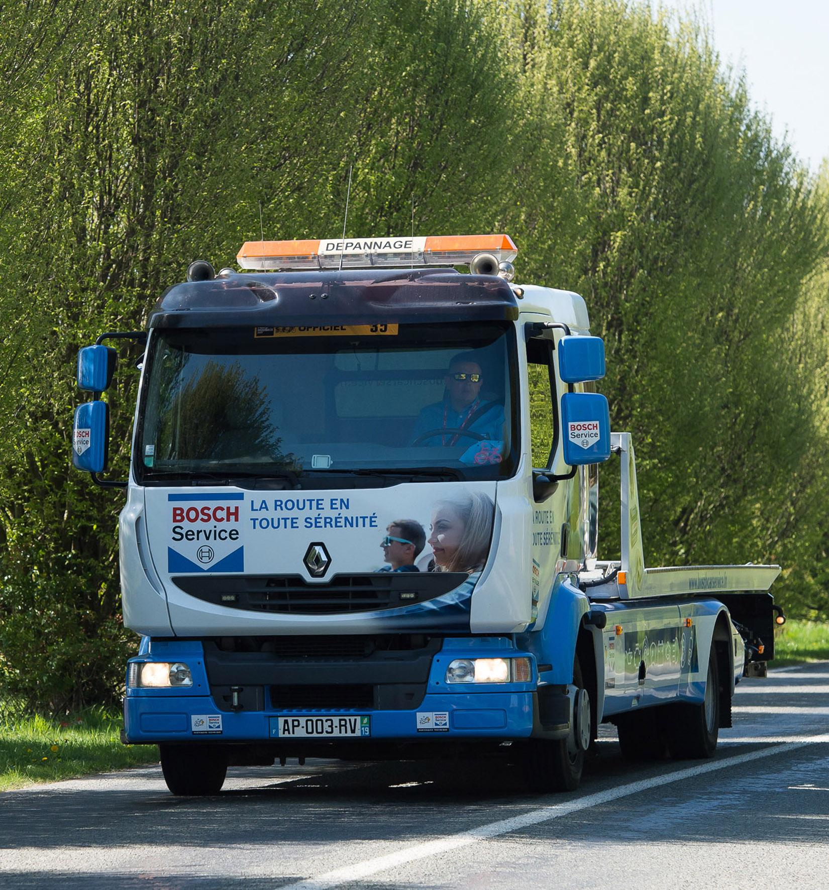 La d panneuse bosch car service au tour de france 2017 - Depanneuse cars ...