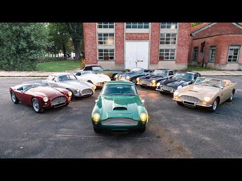 Neuf voitures, majoritairement des Aston Martin, dont une rare et performante DB4GT